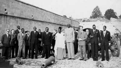 de Mwami op bezoek op de citadel